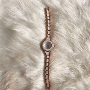Accessories - Ⓜ️white and gold watch